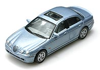 Hong 1/72 JAGUAR S-Type R 002-01.JPG