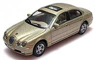 Hong 1/72 JAGUAR S-Type R 003-01.JPG